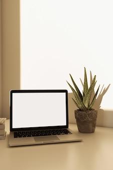 Home-office-schreibtisch arbeitsbereich mit laptop mit leerem bildschirm