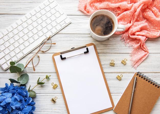 Home-office-schreibtisch arbeitsbereich