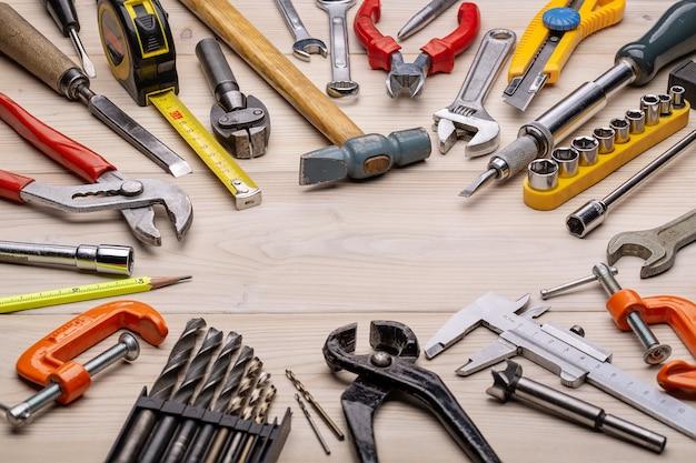 Home satz von tischlerwerkzeugen für die reparatur, diy. werkzeuge für jeden tag. vatertag und feiertage anderer männer. nahaufnahme, studioaufnahme, kopierraum.