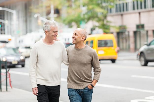 Homosexuelle paare, die in new york gehen