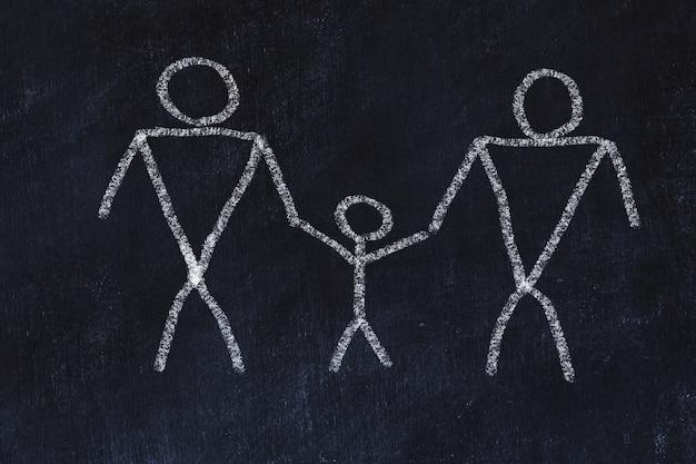 Homosexuelles familienkonzept. kreideskizze auf schwarzem brett.
