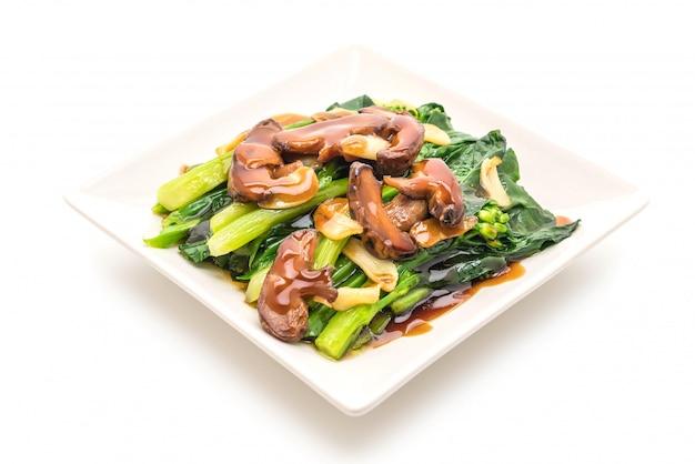 Hong kong kale aufruhr gebraten in austernsauce mit knoblauch