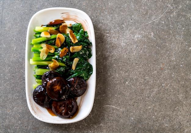 Hong kong kale aufruhr in austernsauce gebraten