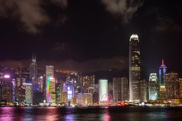 Hong kong-stadtlasershow symphony of lights panorama-marksteinwolkenkratzer