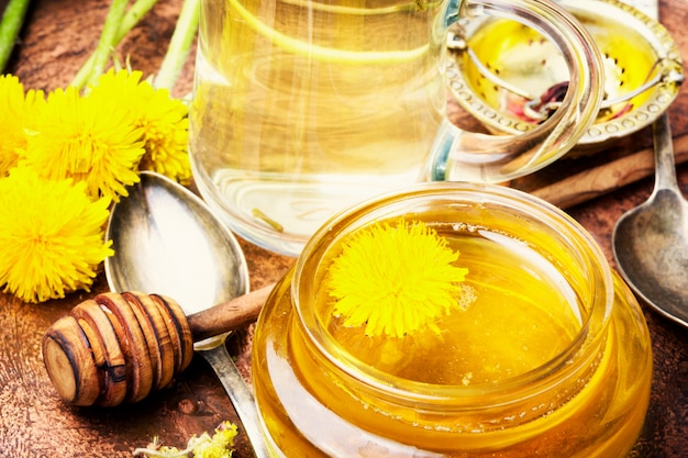 Honig aus löwenzahnblumen