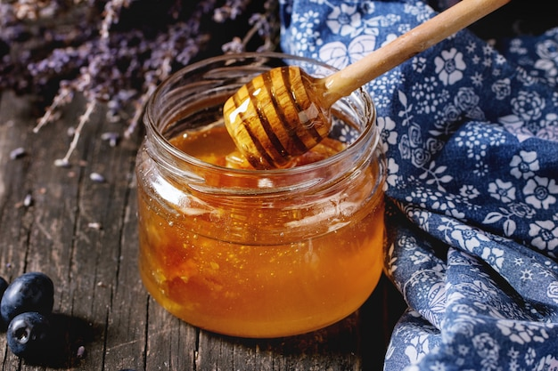 Honig, blaubeeren und lavendel