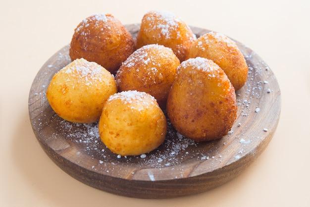 Honig glasiert, gebraten, teigbällchen. struffoli - traditionelles dessert zu ostern