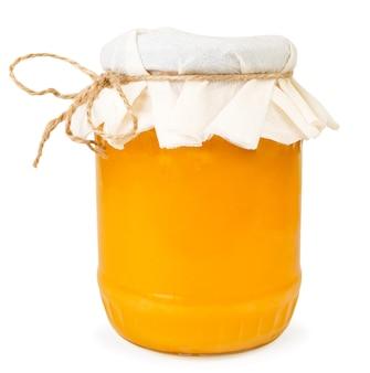 Honig in einem glas auf einem weißen hintergrund