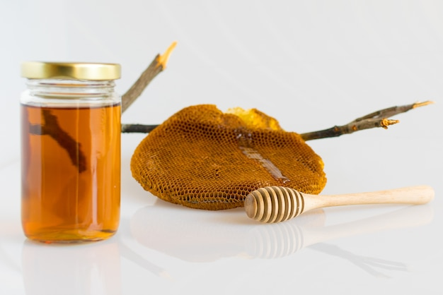 Honig mit honigwabe