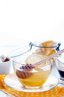 Honig, tee und zitrone