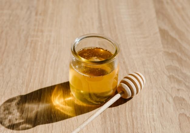 Honig und holzschöpflöffel