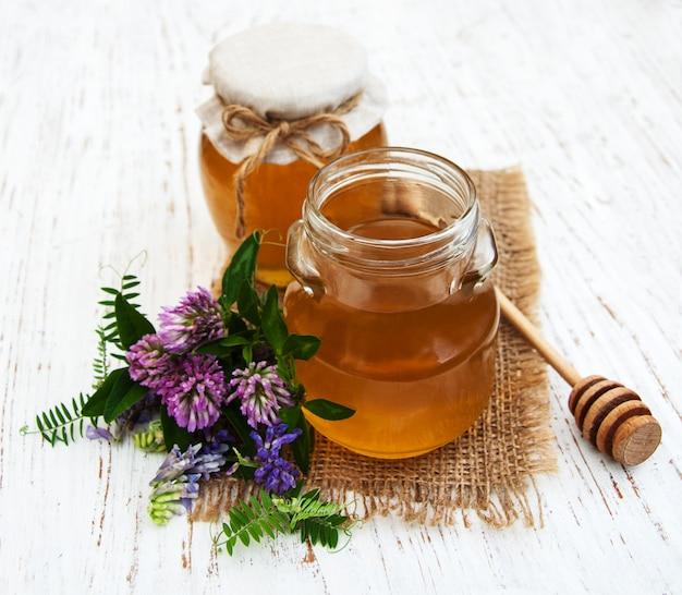 Honig und wilde blumen