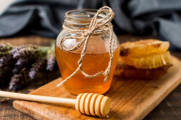 Honigglas mit löffel