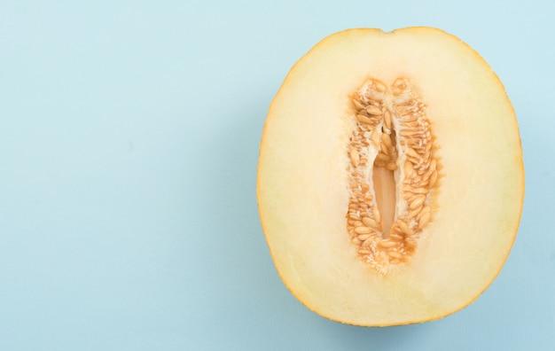 Horizontaler schuss der halben melone