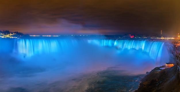 Horseshoe falls, auch bekannt als canadian falls an den niagarafällen. blick aus kanada