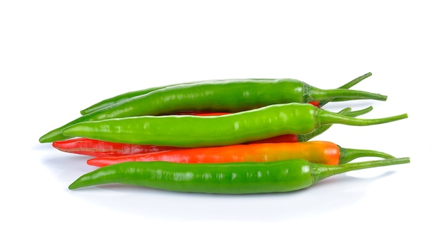 Hot chili peppers isoliert