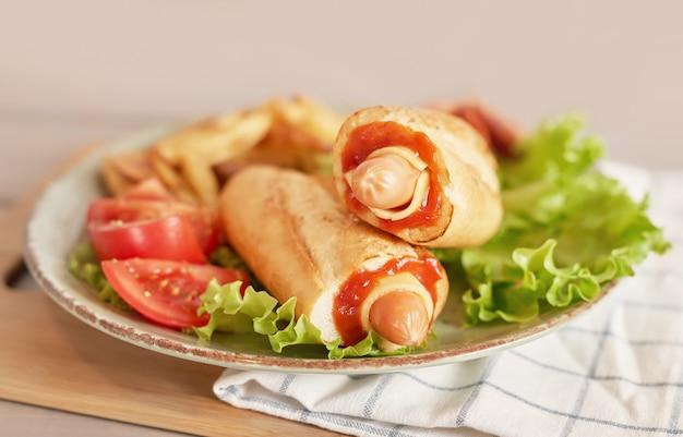 Hot dog mit gemüse zum oktoberfest