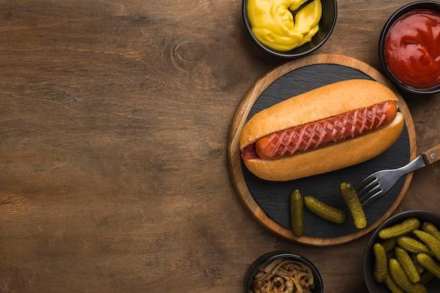 Hot dog rahmen mit kopierraum flach legen