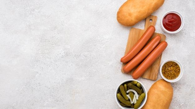 Hot dog zutaten mit kopierraum draufsicht