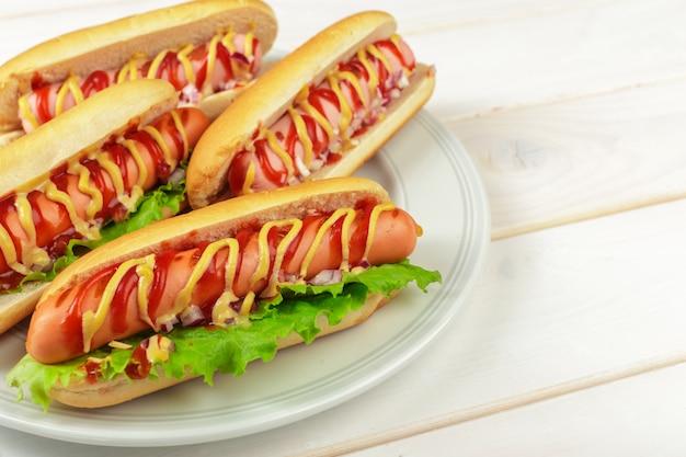 Hotdogs auf holz