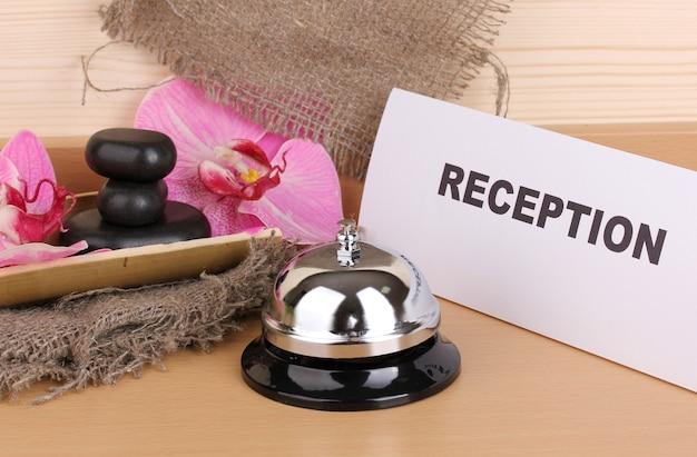 Hotelrezeption isoliert auf weiss