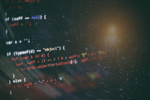 Html5 im editor für die website-entwicklung. website-html-code auf dem laptop-display-nahaufnahme-foto.