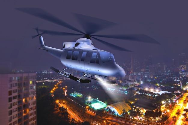 Hubschrauber fliegt über die stadt