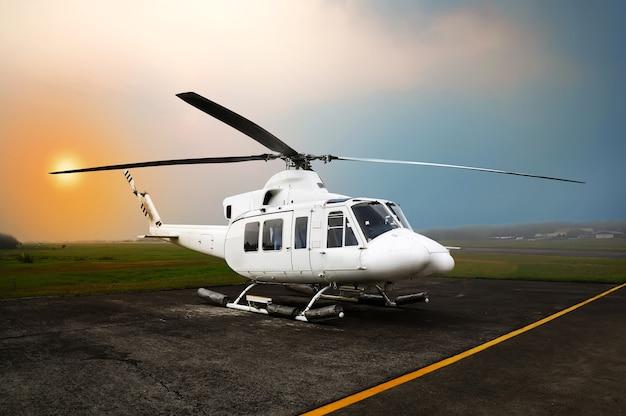 Hubschrauberparken am flughafen
