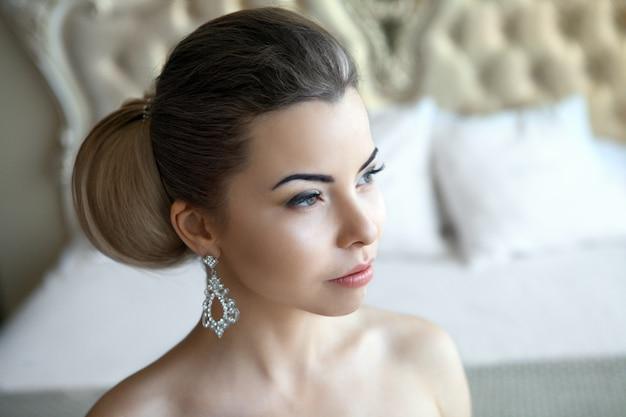 Hübsche braut mit dem schönen make-up