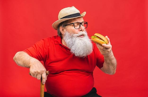 Hübscher alter älterer mann