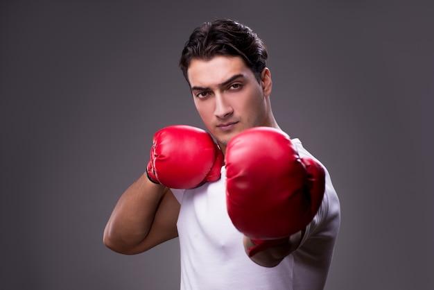 Hübscher boxer im verpackenkonzept