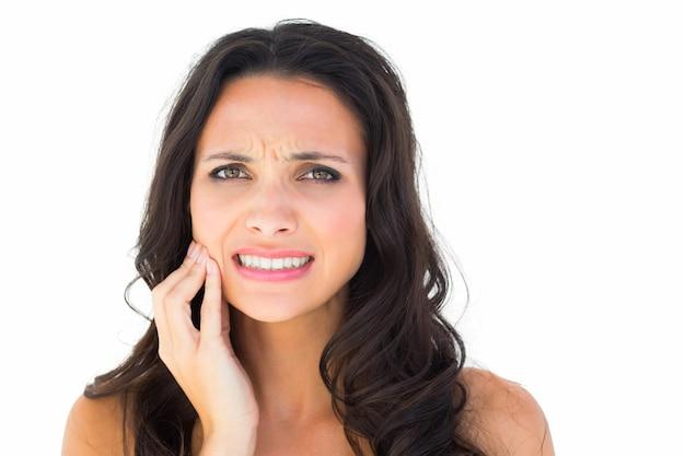 Hübscher brunette mit zahnschmerzen