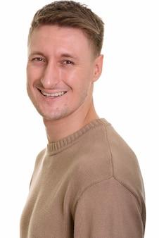 Hübscher kaukasischer mann lokalisiert auf weiß