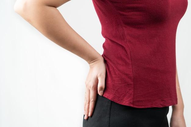 Hüftschmerzen, frauen leiden unter office-syndrom. gesundheitswesen und medizinisches konzept