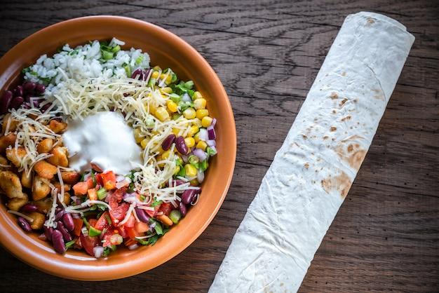 Hühnchen-burrito-schüssel