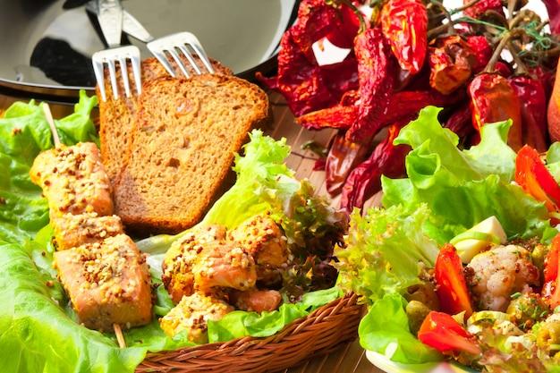 Hühnchen kebab. gesundes lebensmittelkonzept