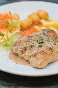 Hühnchen-steak und paprika-sauce