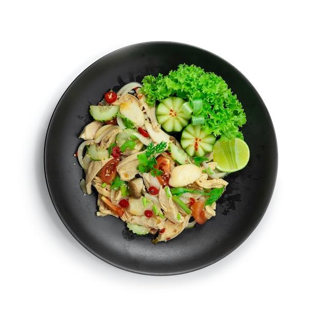 Hühnchen würziger salat mit gemüsegericht thaicuisine fusion gesundes cleanfood und dietfood