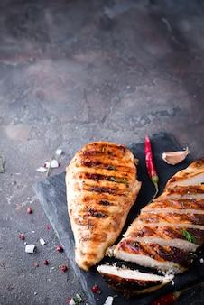 Hühnerbrust in scheiben geschnitten