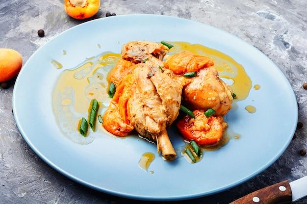 Hühnerfleisch in aprikosensauce