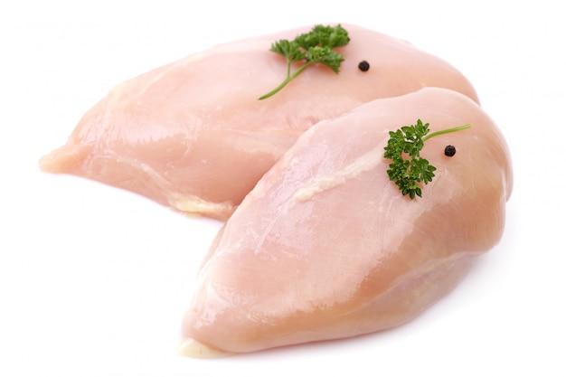Hühnerfleisch isoliert auf weiß