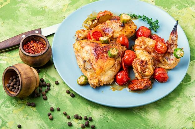 Hühnerfleisch und gemüseeintopf