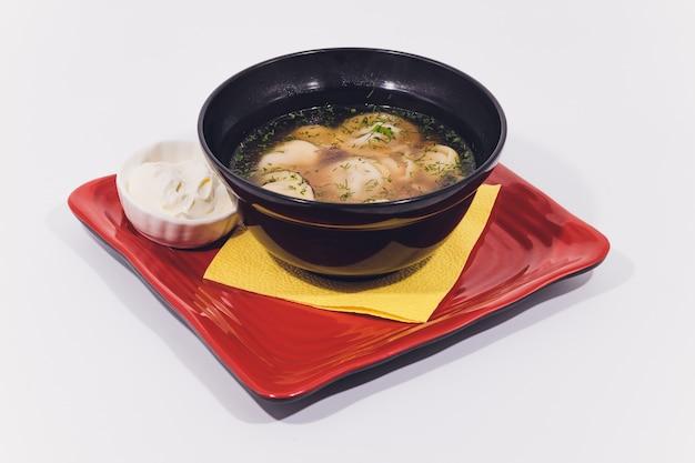 Hühnernudelsuppe, erkältungs- und grippebekämpfungssuppe.