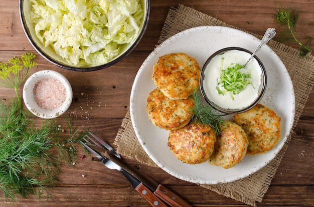 Hühnerschnitzel mit dill und tartarsauce