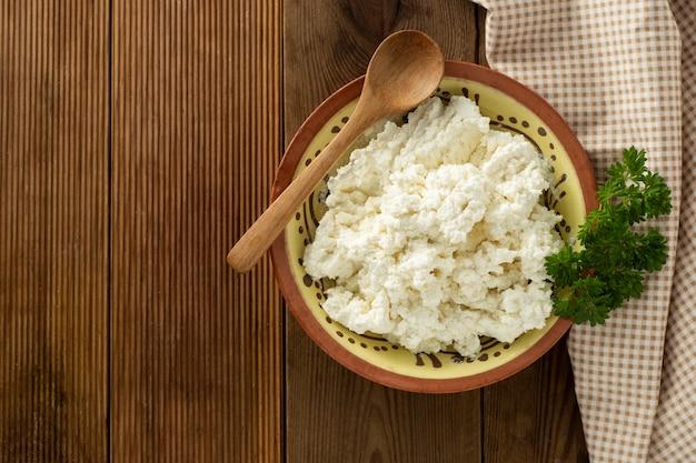 Hüttenkäse. milchprodukte, kalzium und eiweiß.
