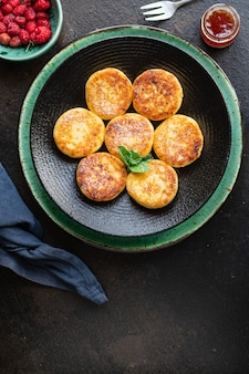 Hüttenkäse pfannkuchen käsekuchen quark frühstück dessert süße syrniki