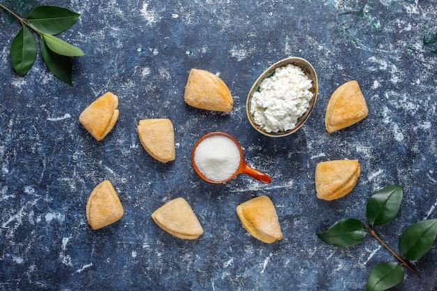 Hüttenkäse und zuckerkekse krähenfüße dreiecksplätzchen