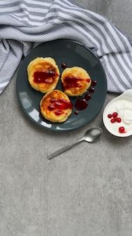 Hüttenkäsepfannkuchen, geschmackvolles gesundes frühstück