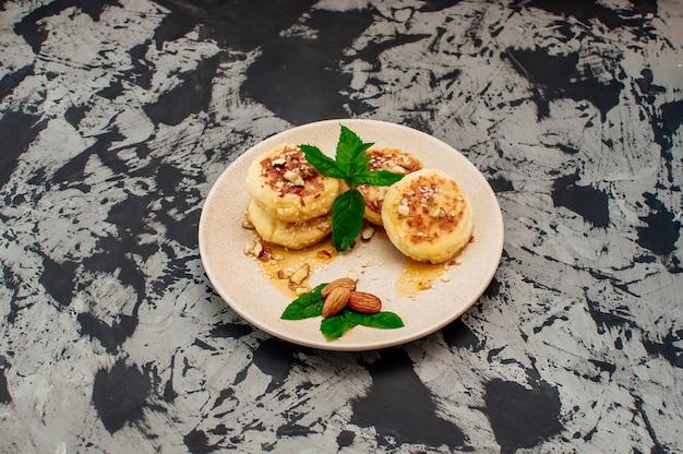 Hüttenkäsepfannkuchen mit mandeln