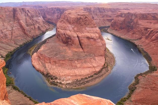 Hufeisenbiegung auf dem colorado river nahe seite, schöner sonnenuntergang, arizona, usa